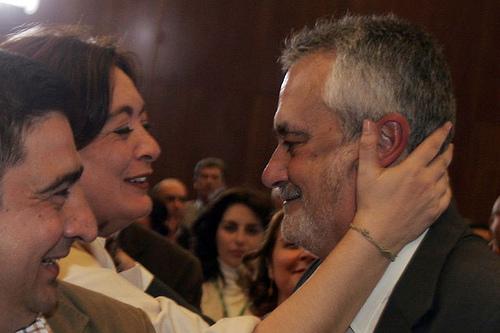 María del Mar Moreno felicita a José Antonio Griñán.