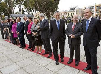 Griñán sustituye a Chaves en la presidencia de la Junta de Andalucía.